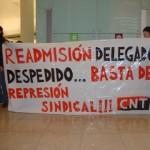CNT es concentra a l'aeroport en solidaritat amb el delegat sindical acomiadat de Multiservicios Aeroportuarios